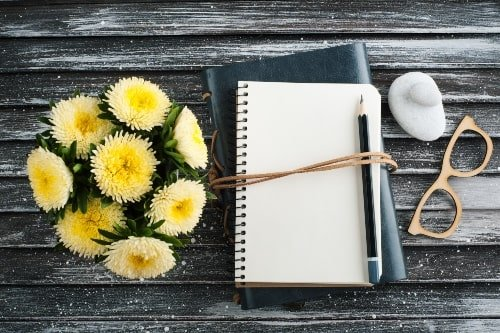 Gretitude Journal Prompts to Improve Your Life
